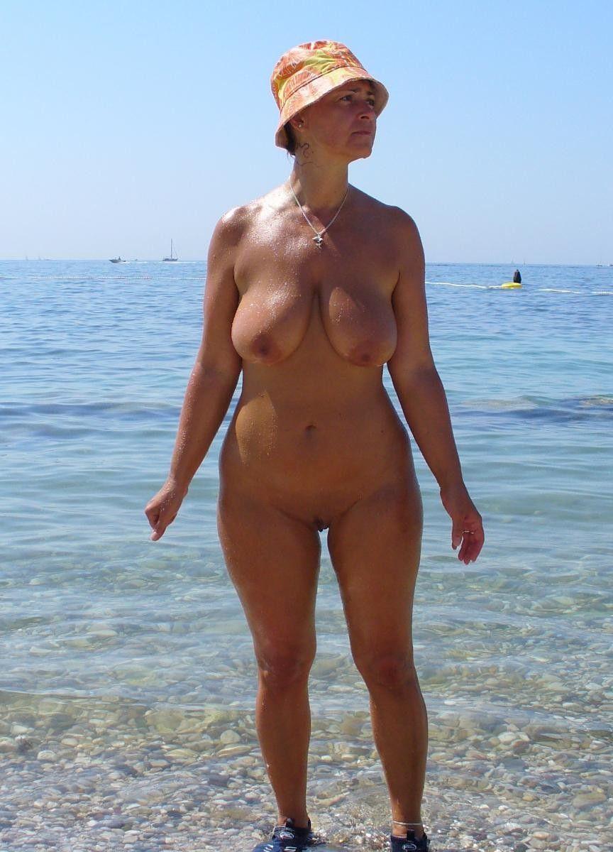 En la playa milf Follando a