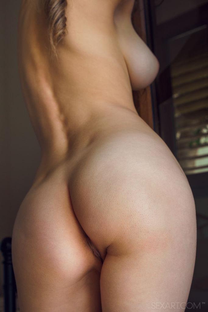 Mila Azul, impresionante desnudez