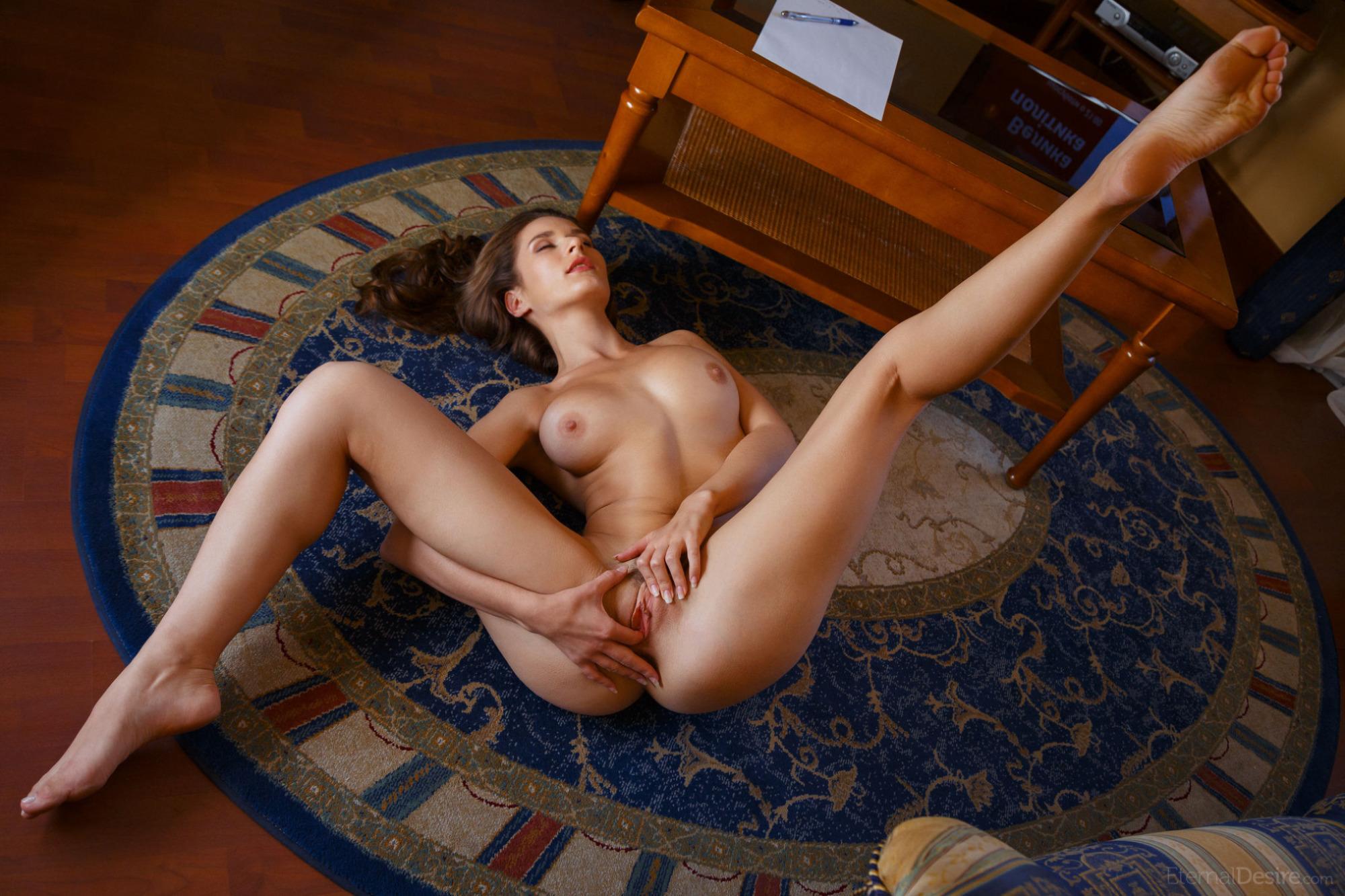 Девушка раздвинула ножки порно фото — 15
