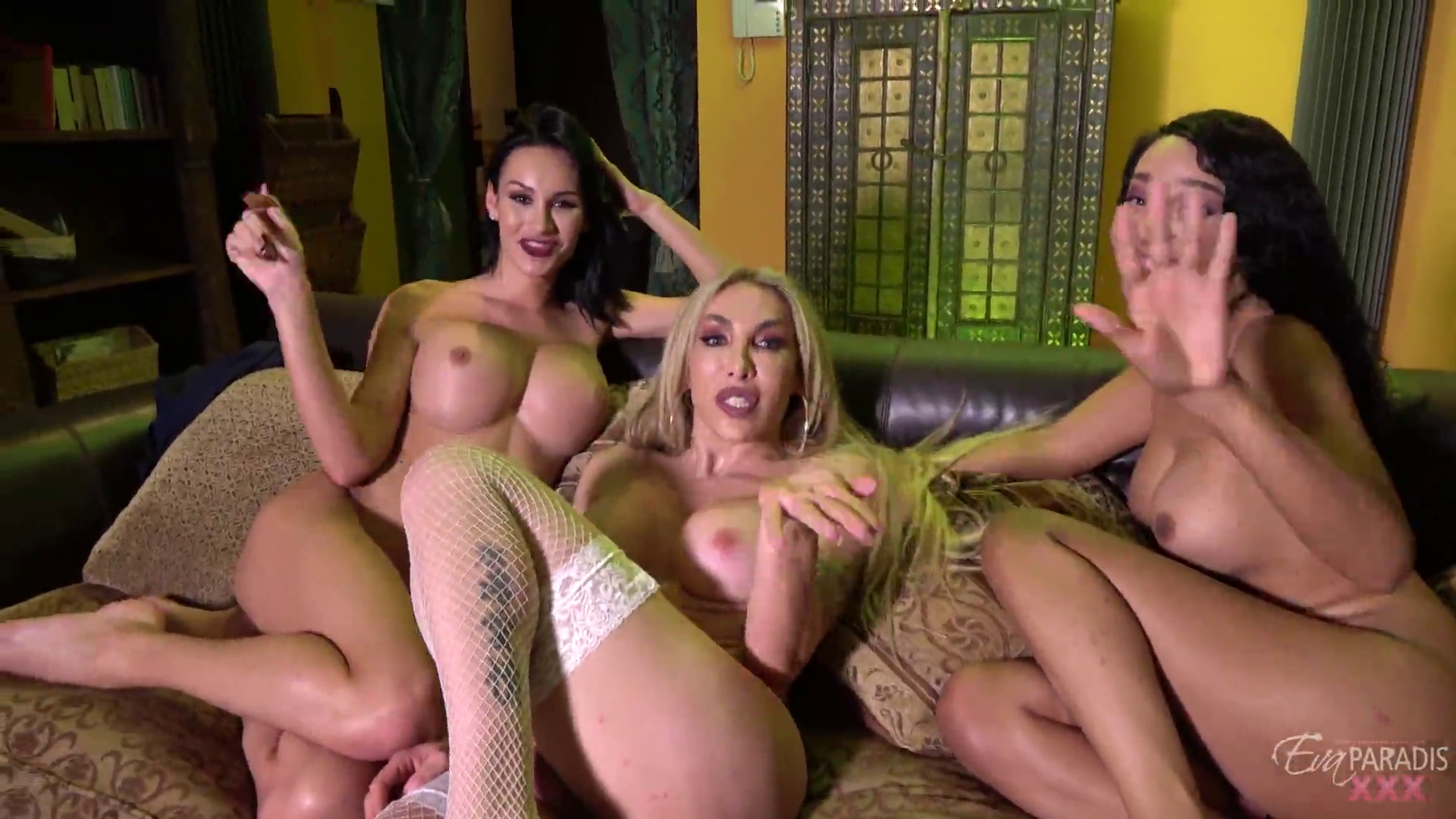 Eva Paradis, Sunshyne Monroe y Kimberlee en una Rica Orgia