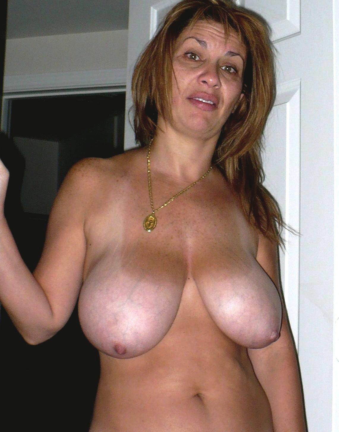 naked and hornyhouse wifes