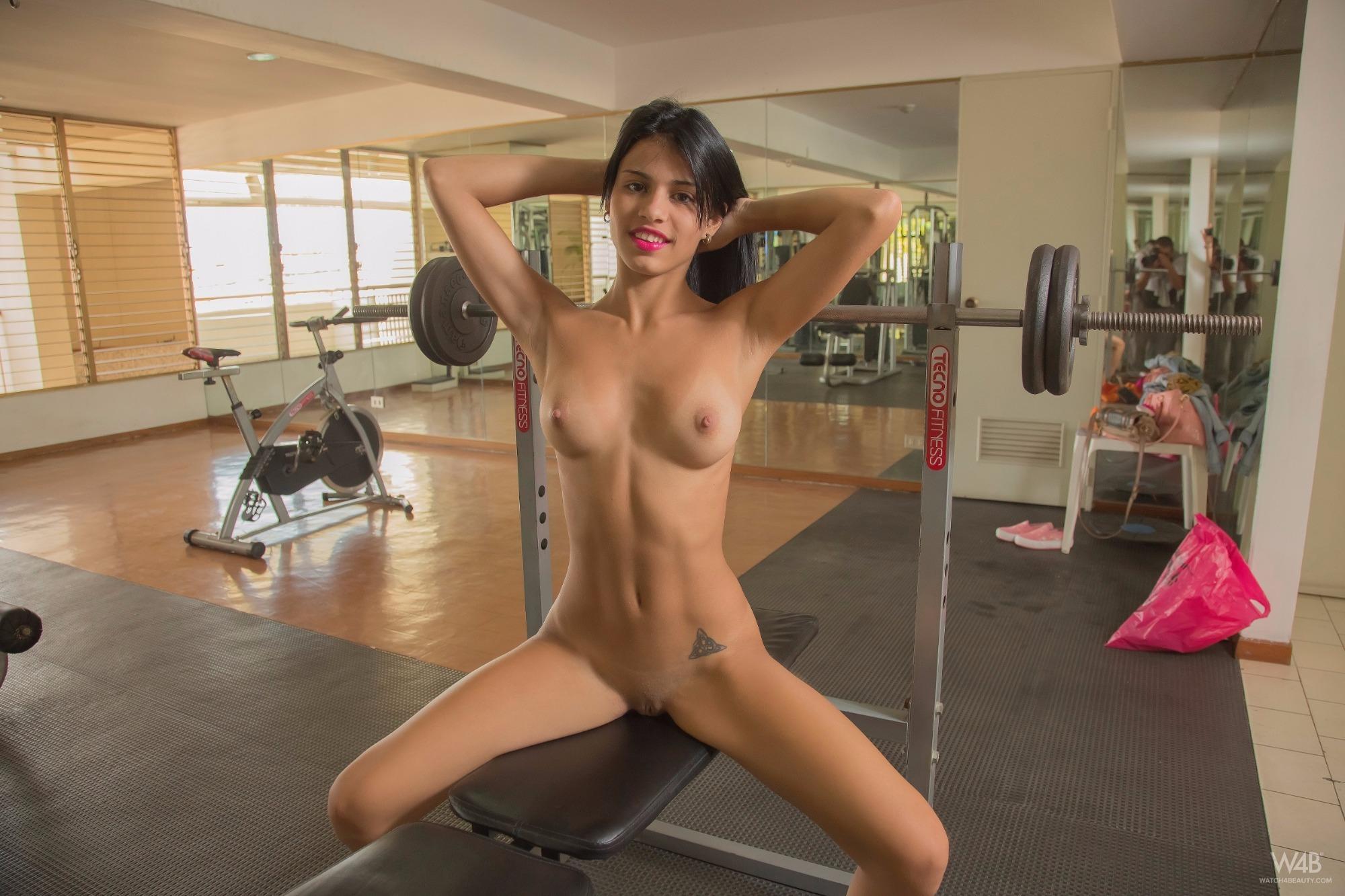 Bent amateur gym girls cindy crawford playboy