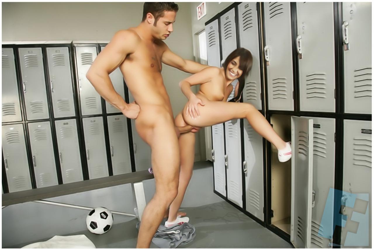 Порно у спортсменов в раздевалке онлайн, самый качественный порно порнушка