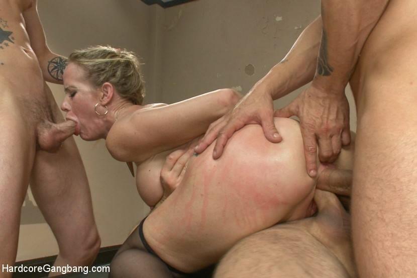 Curious julia de lucia bounces her ass on a thick hard cock - 1 part 9