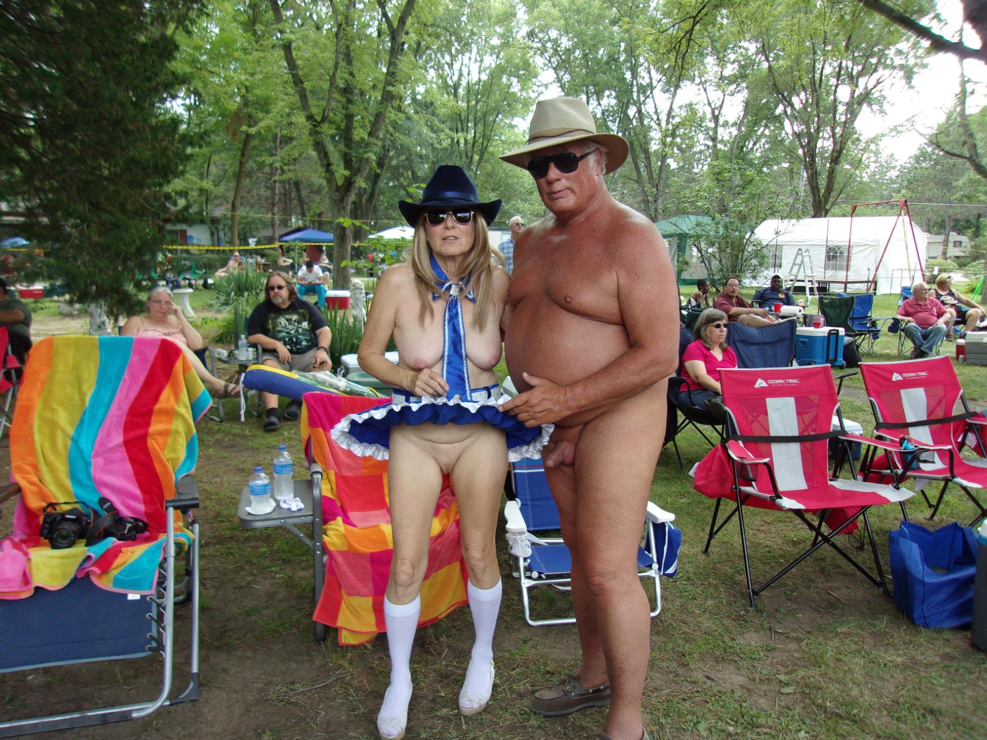 Camping Nudista - Videos Porno Gratis de Camping Nudista