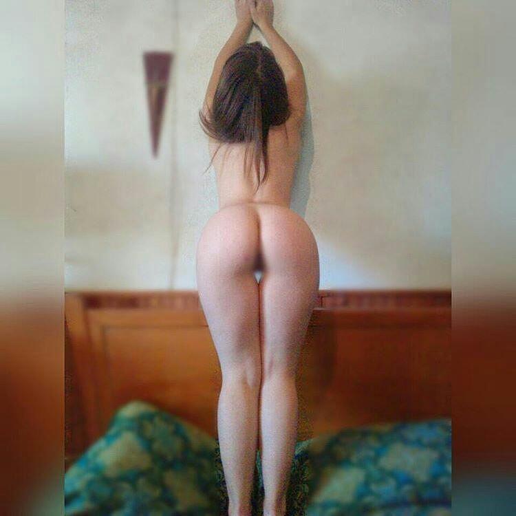 Evelyn Tojo una Marplatense tomando sol desnuda