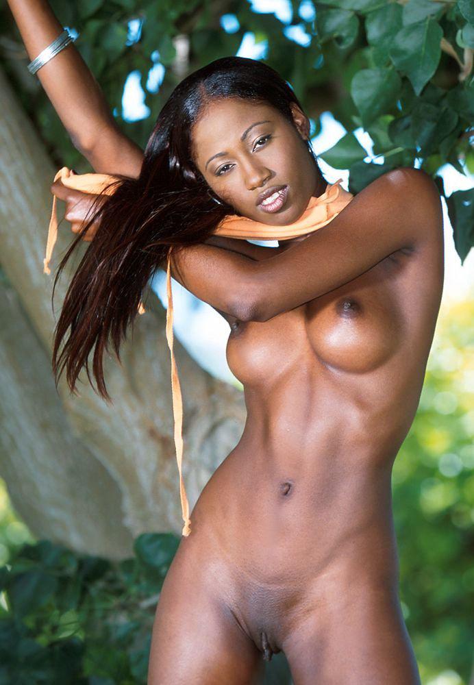 Mujer africana desnuda desnuda
